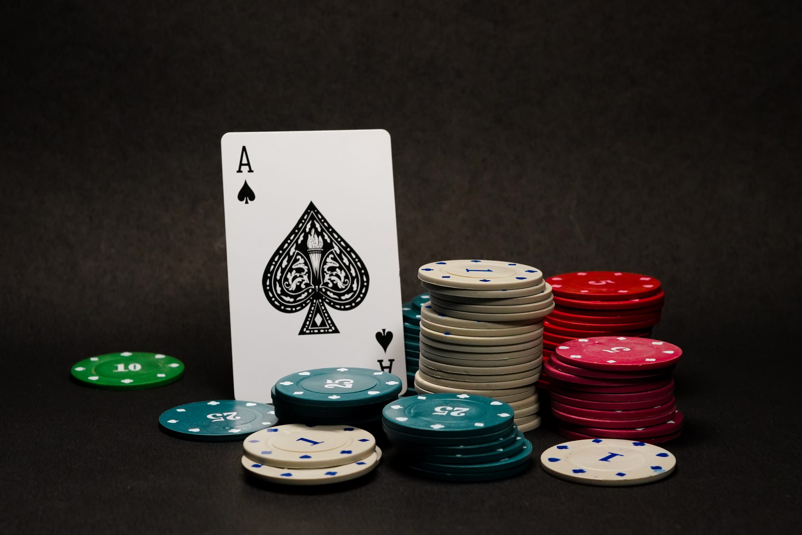 Why beginners should play online poker first